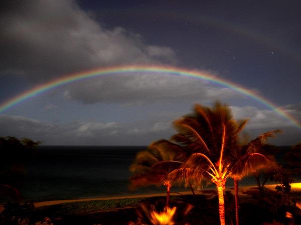 Izrādās, ka varavīksni spēj radīt arī Mēness.Foto: Dale P. Cruikshank, NASA