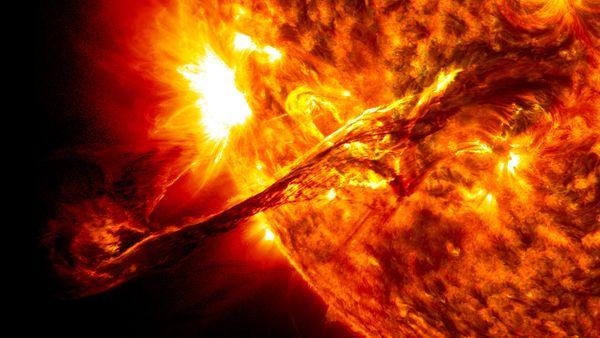 Šis gigantiskais izvirdums uz Saules izraisīja magnētisko vētru 1.-2.martāFoto: SDO/NASA